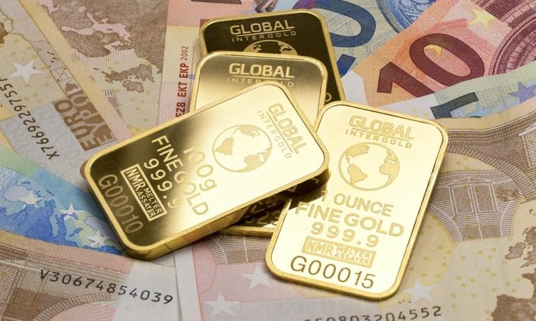 Zlato opět láká investory, nové šestileté maximum je jen začátek!